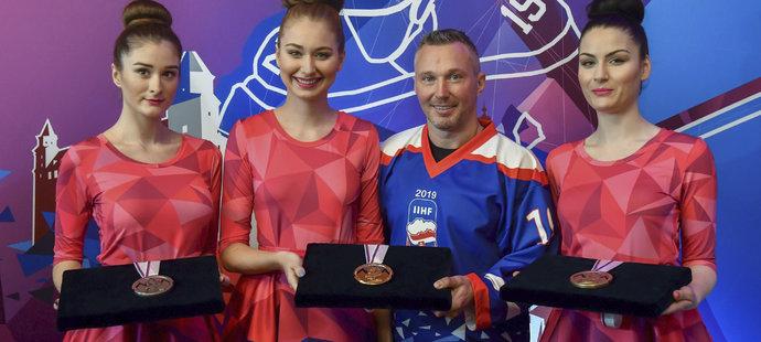 U zveřejnění podoby medailí nechyběl ani bývalý slovenský reprezentant Ľubomír Višňovský