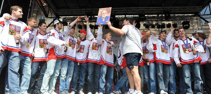 Hokejisté si vychutnávali přivítání fanoušků na Staroměstském náměstí