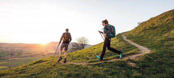 Bolí vás kolena? Choďte a běhejte s holemi. Jedno, zda je vám 20, nebo 60