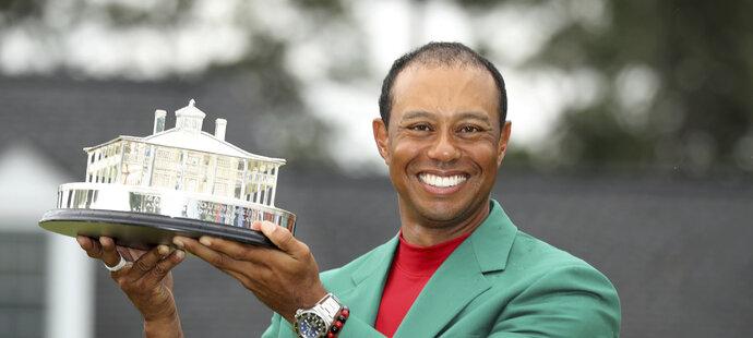 Tiger Woods s jednou z nejprestižnějších golfových trofejí