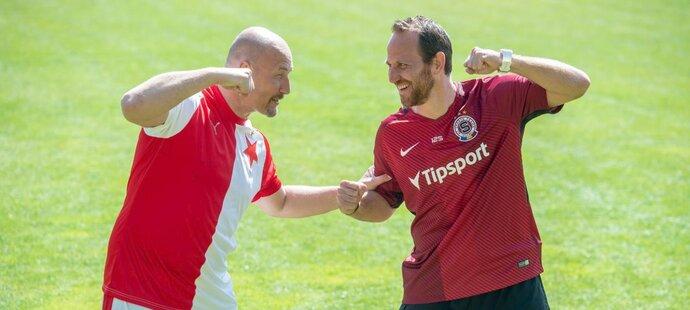 Slávista Luděk Zelenka a sparťan Tomáš Jun, dva bývalí ligový šutéři, si to rozdali v trefování břevínek...