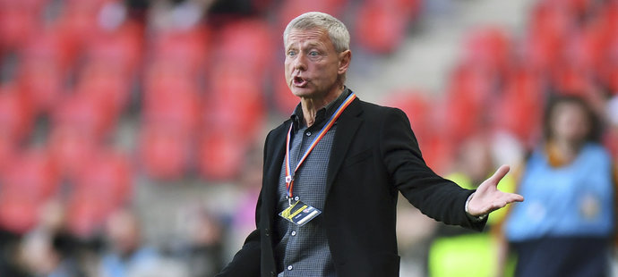 Kouč Sparty Zdeněk Ščasný se rozčiluje v semifinále poháru proti Slavii