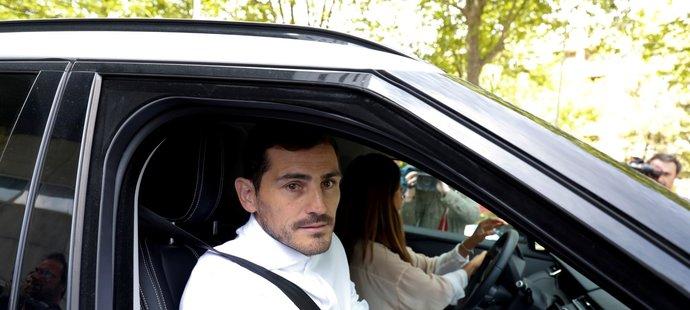 Z nemocnice Ikera Casillase odvedla manželka a známá španělská novinářka Sara Carbonerová