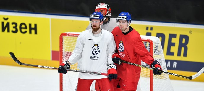 Útočník Filip Chytil (vpravo) na tréninku s obráncem Filipem Hronkem