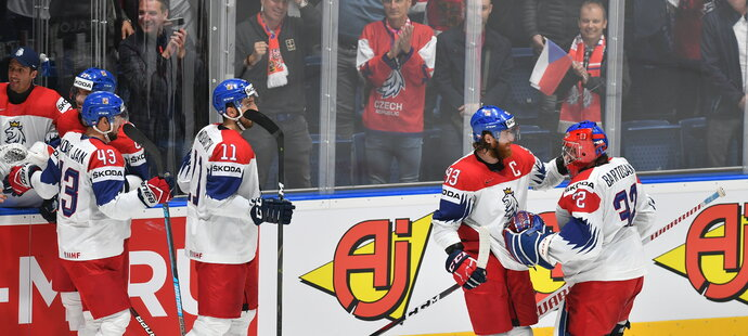 Čeští hokejisté porazili ve čtvrtfinále světového šampionátu v Bratislavě Německo 5:1 a po čtyřech letech postoupili do závěrečných zápasů o medaile.