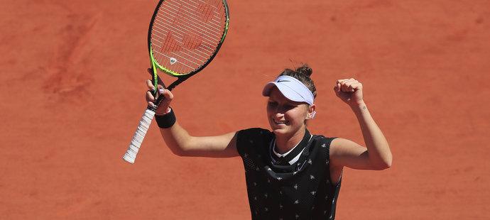 Markéta Vondroušová slaví postup do čtvrtfinále French Open