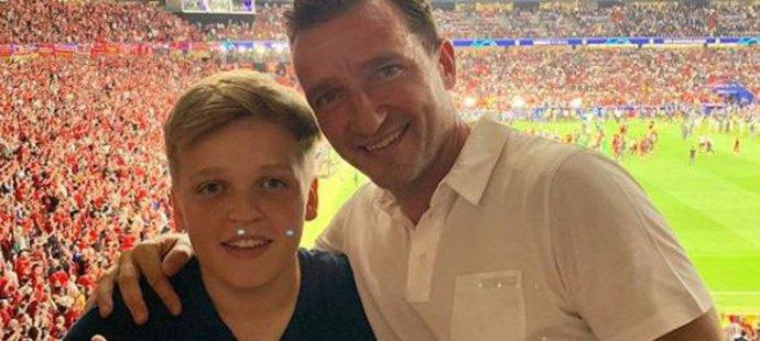 Vladimír Šmicer sledoval šestý triumf Liverpoolu v Lize mistrů přímo na stadionu v Madridu se svým synem