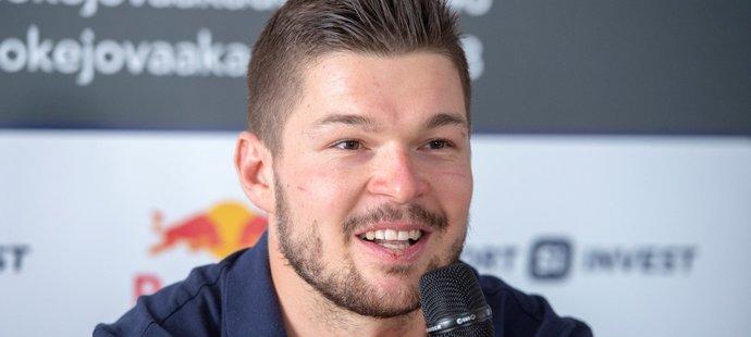 Tomáš Hertl ve čtvrtek na vlastní tiskové konferenci zhodnotil sezonu před českými novináři