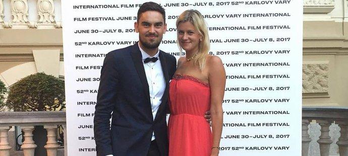 Tomáš Satoranský s půvabnou manželkou Annou