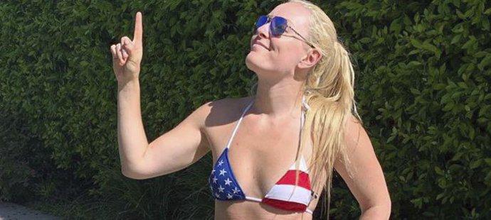 Lindsey Vonnová má na předvádění plavek přece jen lepší postavu než její partner P. K. Subban