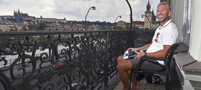 V novém bytě na Smetanově nábřeží má Petr Nedvěd úžasný výhled na Prahu