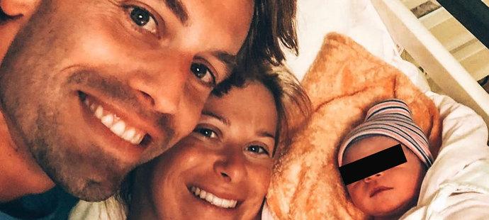 První rodinné foto! Andrea Sestini Hlaváčková přivedla manželovi Fabriziovi na svět půvabnou holčičku