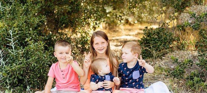 Zase šťastní! Bode Miller s manželkou a dětmi Nashem (4), Neesyn (11), Emmou (†19 měsíců), Eastonem (10 měsíců) a Samem (6). Rodinka se rozroste o další dva klučiny!