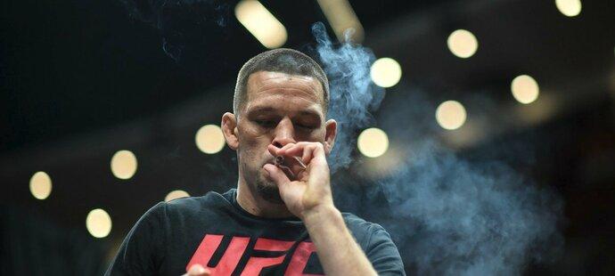 Nate Diaz si zapálil během středečního tréninku v anaheimské hale Honda Centre