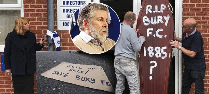 Anglický fotbalový klub Bury FC, který byl založen v roce 1885, se dostal do velké finanční krize a je na pokraji vyřazení ze soutěže a hůř, úplného zániku. Současný majitel Steve Dale je vyzýván fanoušky, aby klub prodal