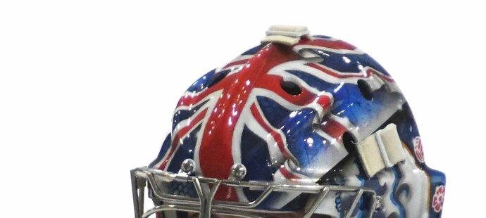 Čechově masce vévodí britská vlajka, nechybí ani česká se siluetou Dominika Haška či loga Chelsea a Arsenalu