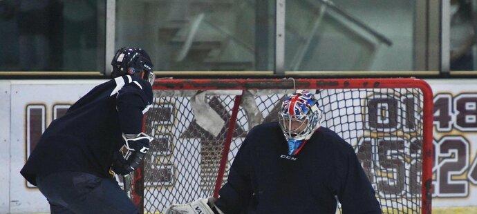 Z fotbalu na hokej? Velký hokejový fanoušek Petr Čech si znovu zkusil zatrénovat s britským týmem Guildford Flames