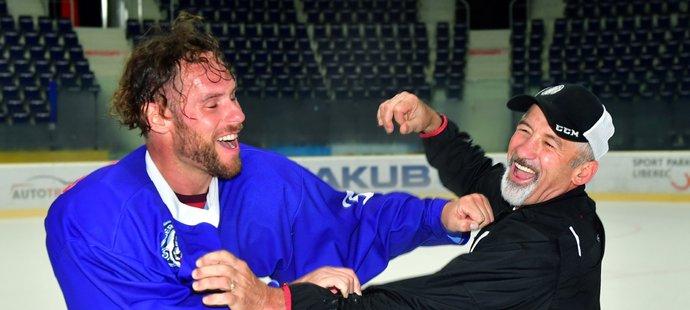 Radek Duda (vlevo) a Jan Ludvig (vpravo) během tréninku benáteckých hokejistů