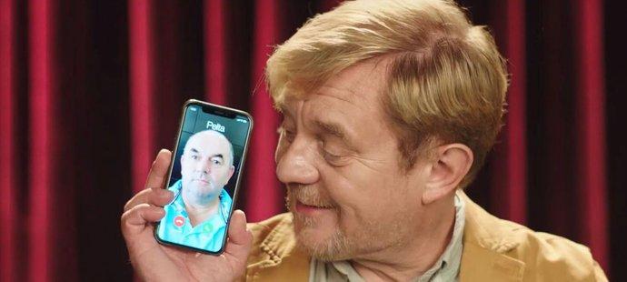 """""""Slyšíme se?"""" Fotbalový bafuňář Miroslav Pelta se stal hvězdou reklamního spotu Petra Čtvrtníčka"""
