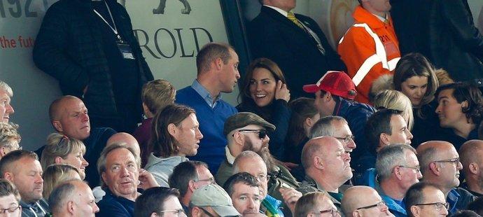 Je známé, že princ William fandí Aston Ville. Nelze se divit, že si zápas se svým synem užil.