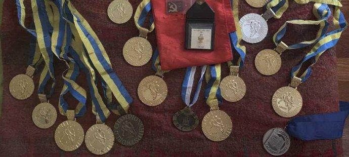 Nalezené medaile sovětského brankáře Bělošejkina
