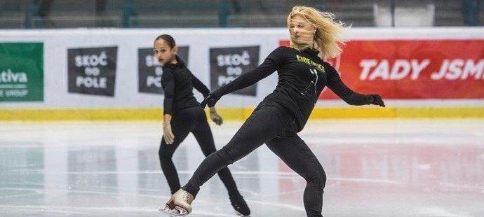 V tréninku Březinová spolupracuje s Jozefem Sabovčíkem. Celé léto bruslila pod jeho dohledem v USA.