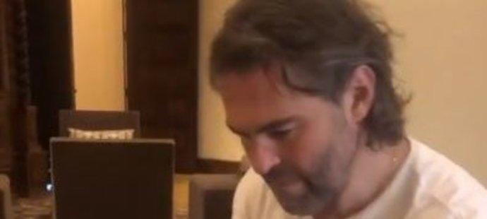 Jaromír Jágr využil extraligovou přestávku k návštěvě milovaného Las Vegas, kde si zahrál na klavír Mozarta
