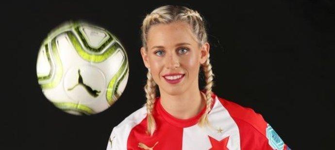 Kateřina Svitková není jen skvělá fotbalistka, ale také elegantní dáma, což se potvrdilo během focení pro deník Blesk