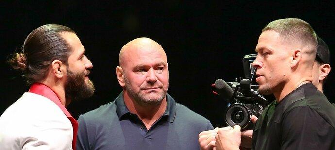 Jorge Masvidal (vlevo) a Nate Diaz se měli utkat 2. listopadu při UFC 244, zápas je ale kvůli nalezenému dopingu Diaze v ohrožení