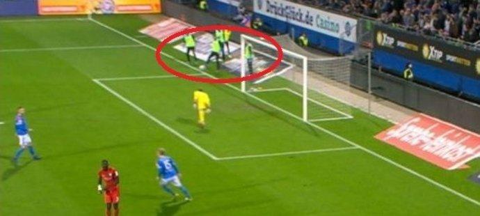 Taková penalta tu nebyla! V Německu ji kuriózně způsobil náhradník