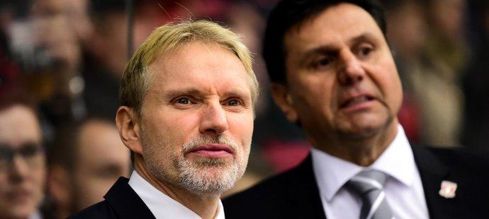Hradečtí trenéři Tomáš Martinec a Vladimír Růžička na střídačce