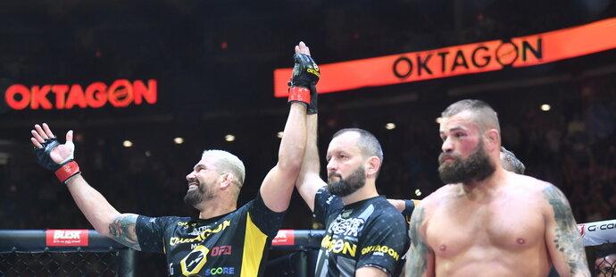 Vyhlášení. Králem československého MMA je Attila Végh