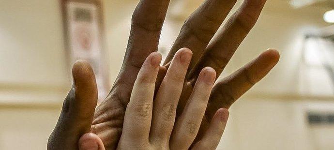 Kawhi Leonard má skutečně obrovské ruce