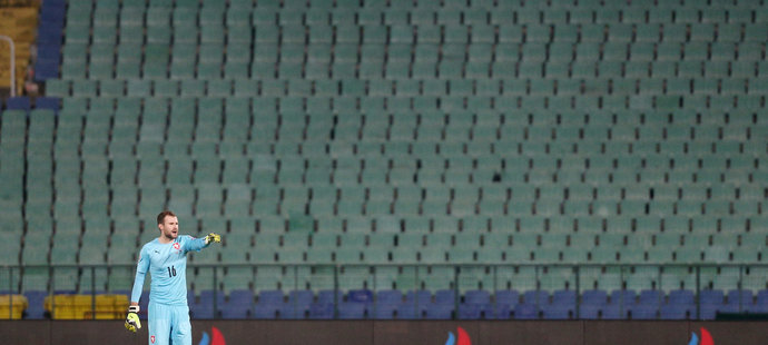Ondřej Kolář před prázdnými tribunami v Sofii