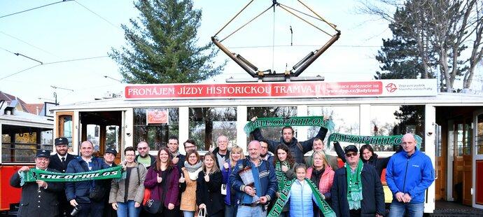 Dostihový klub iSport-Váňa si dopřál i cestu historickou tramvají