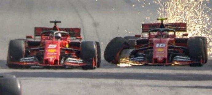 V GP Brazílie došlo na kolizi stájových kolegů z Ferrari