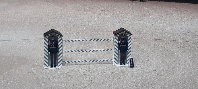 Překážka s hradní stráží budí v O2 areně pozornost