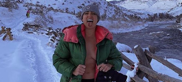 Bethanie Matteková-Sandsová má pro strach uděláno. Do Yellowstonu si vyšla pekně naostro...