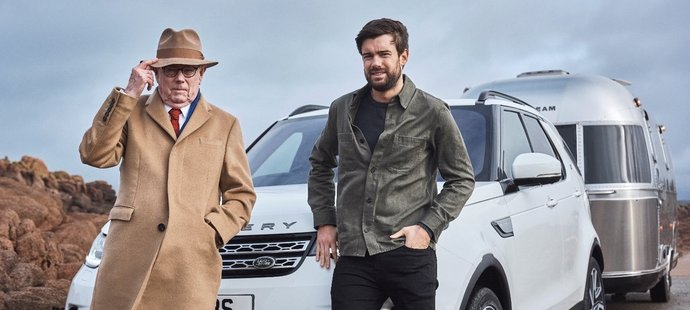Komik a herec Jack Whitehall a jeho otec Michael se v krátkém filmu vydali na cesty s modelem Discovery, který letos slaví 30. výročí.