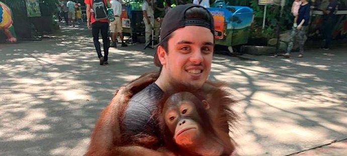 Ryan Straschnitzki udělal první malé krůčky, po operaci v thajském Bangkoku dostal naději, že bude znovu chodit