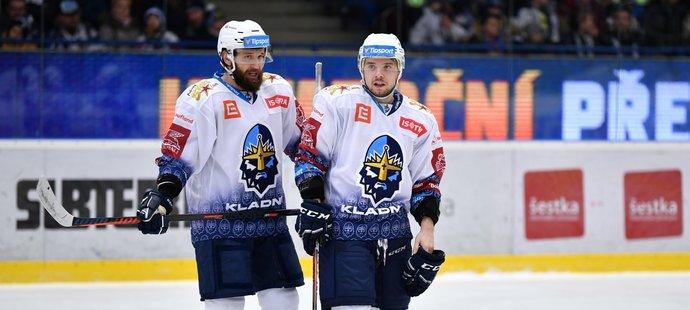 Slovenští Rytíři Marek Hovorka (vlevo) a Martin Réway na ledě