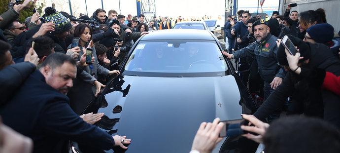 Příjezd Zlatana Ibrahimovice provázel obrovský zájem fanoušků AC Milán i médií