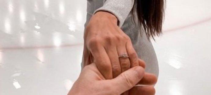 Karolína Huvarová se pochlubila zásnubním prstenem