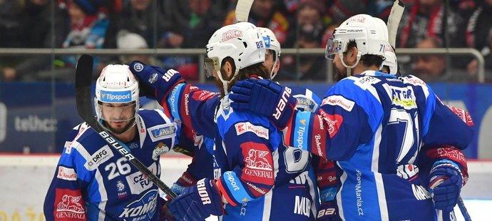 Hokejisté Komety se radují z gólu proti Hradci Králové
