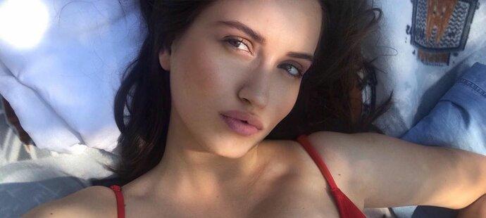 Sexy pohled, a kdyby jen ten... Zaelbeth umí zaujmout