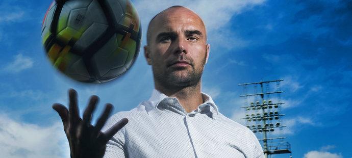 Bývalý vynikající hráč a dnes fotbalový manažer Jan Nezmar