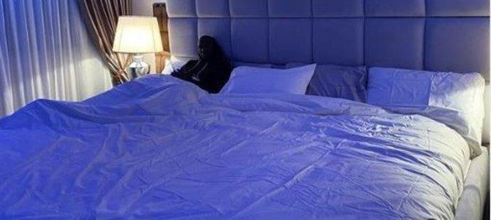 Belgičan Romelu Lukaku se ve své nové obří posteli doslova ztrácí