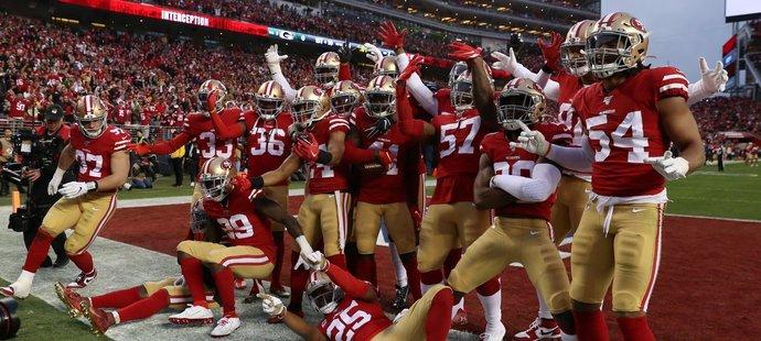 Fotbalisté 49ers si postup do Super Bowlu náležitě užili s vyprodaným domácím publikem