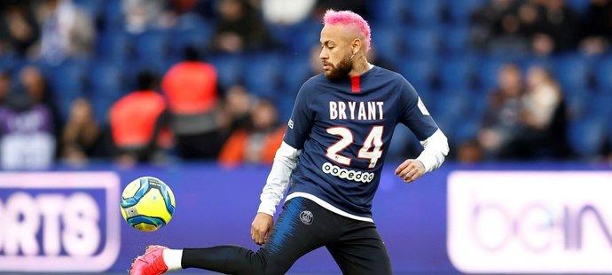 Neymar na rozcvičku PSG v utkání s Montpellier přišel v dresu s číslem Kobeho Bryanta, tragicky zesnulého basketbalisty