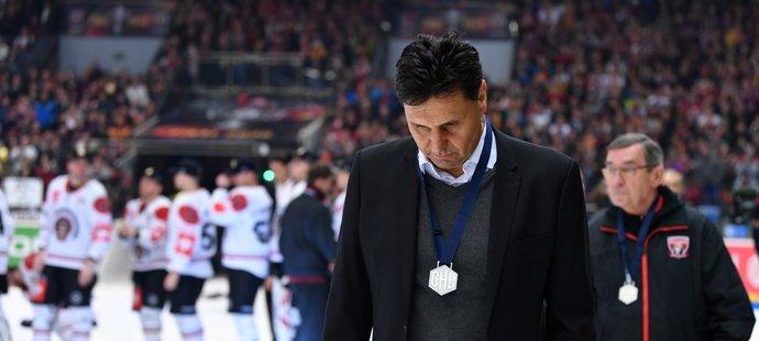 Vladimír Růžička se stříbrnou medailí na krku po prohraném finále Ligy mistrů